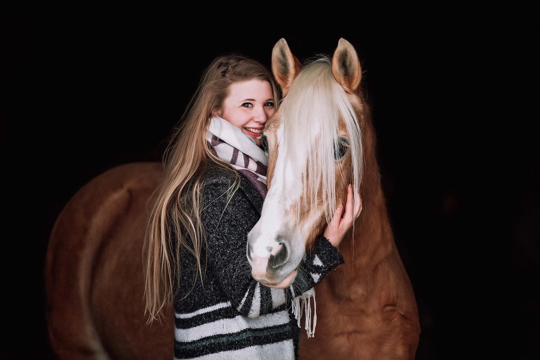 Pferdefotografie im Allgäu, Pferdefotoshooting, Haflinger, Stallgassenfoto, Fotograf Ravensburg167